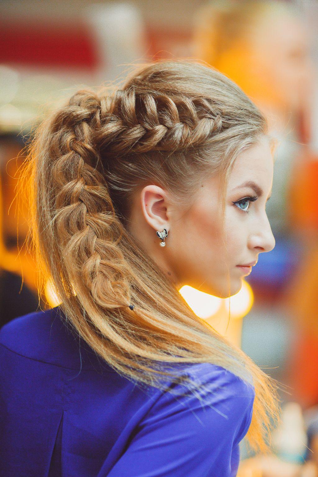 прически на основе кос на длинные волосы